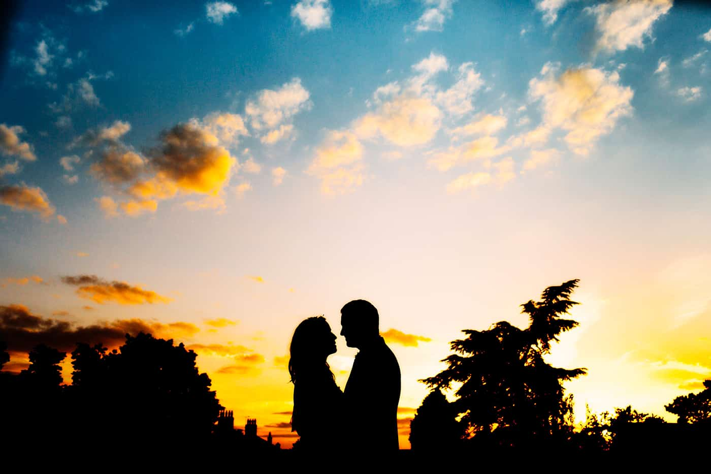 bride groom sunset silhouette