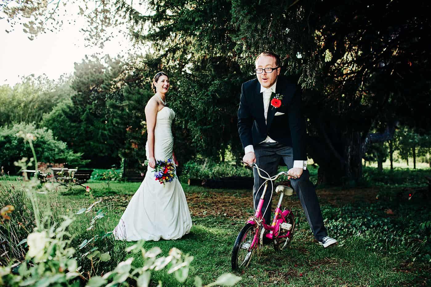 funny bride groom portraits