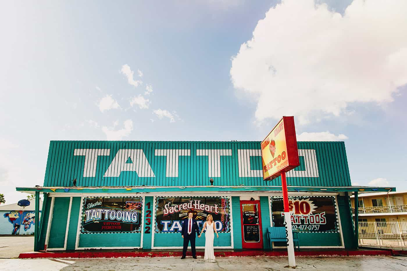 Bride & groom outside tattoo parlour in Las Vegas